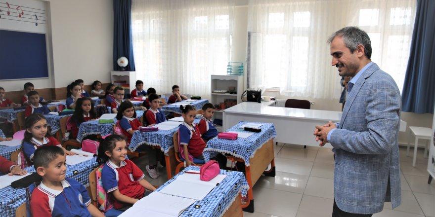 Okulları ziyaret etti