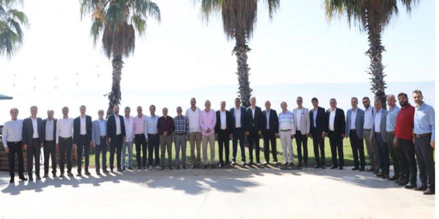 AK Partinin eski ilçe başkanları toplandı