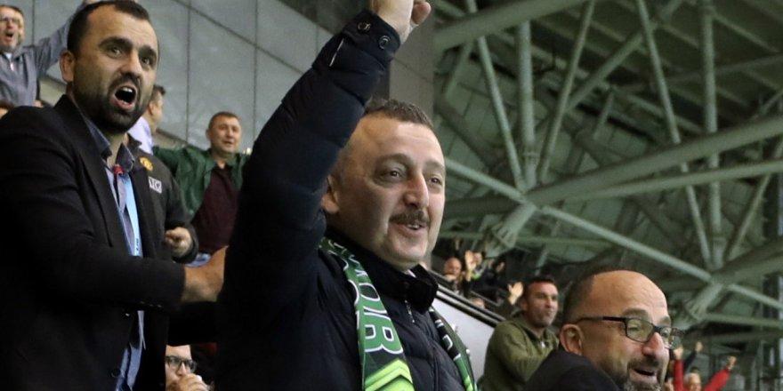 Başkan Büyükakın, Kocaelispor'un golleriyle büyük sevinç yaşadı