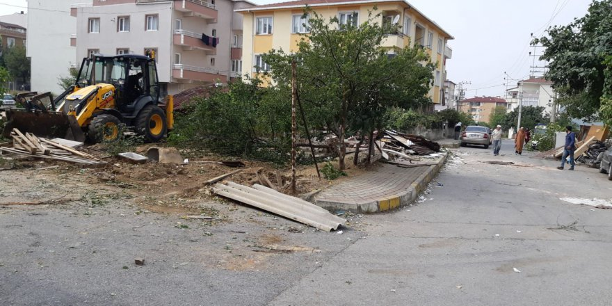 Darıca'da kaçak yapılar yıkılıyor