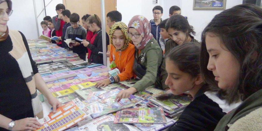Öğrenciler kitap fuarını ziyaret etti