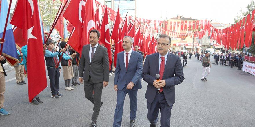 Çayırova'da görkemli kutlama