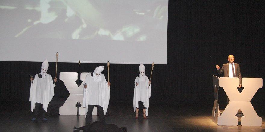 ÇAYIROVA: Malcolm X tiyatroseverlerle buluştu
