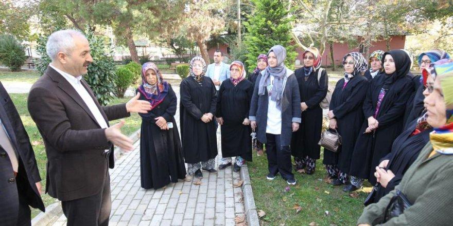 Köy kadınlarının taleplerini dinledi