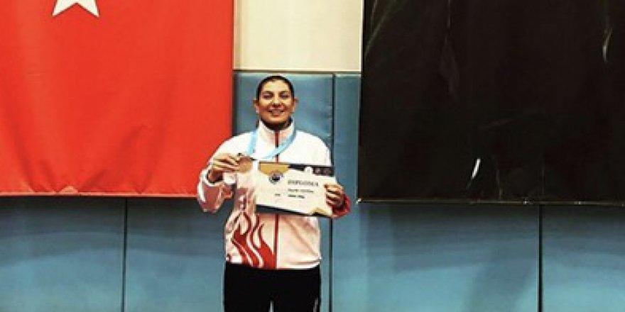 Kaleci Zeynep, Karate'de Avrupa üçüncüsü