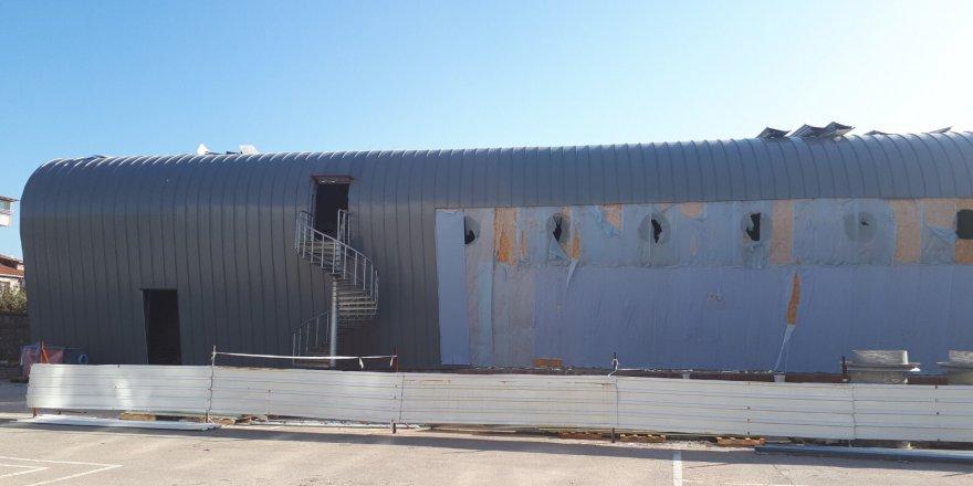 Orhangazi Spor Salonu'nun dış cephesi tamamlanıyor