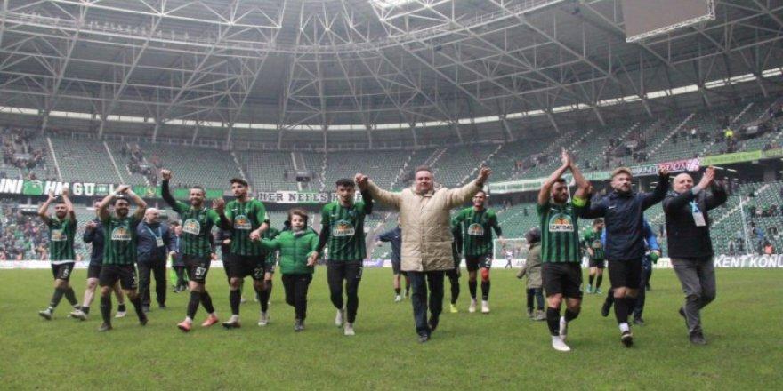 KOCAELİSPOR EGE'DE 2. LİG VİZESİ ARIYOR