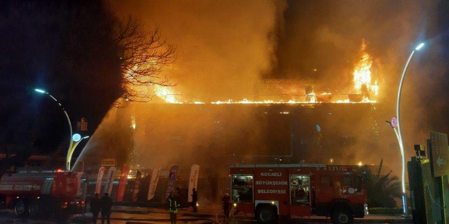 Darıca'da AVM yandı!
