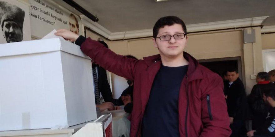 Eren Beşiroğlu siyasete adım attı