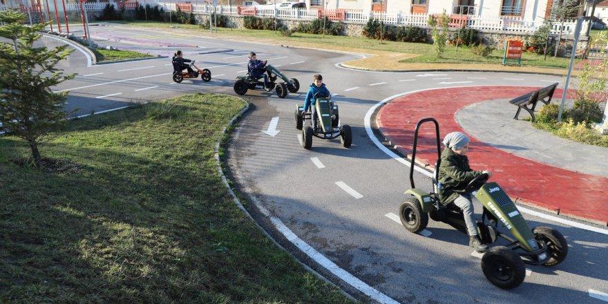 Öğrenciler trafik eğitim parkında