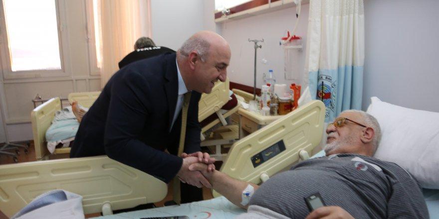 Farabi'de hastaları ziyaret etti