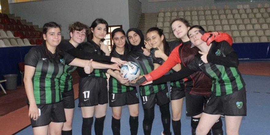 Futsal kızlarda grup maçları bitti
