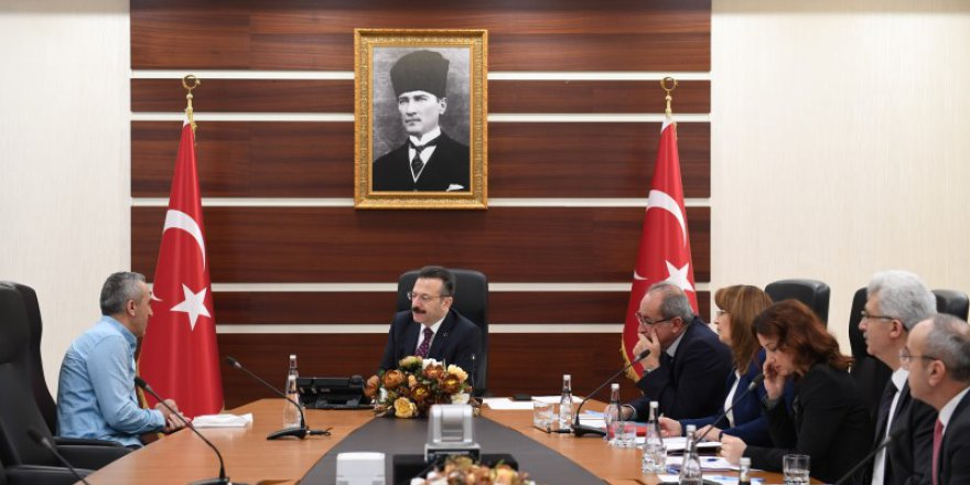 Vali Aksoy vatandaşı dinliyor
