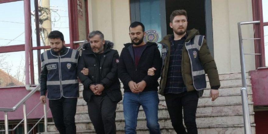 Bankamatiklere aparat yerleştiren 2 kişi yakalandı