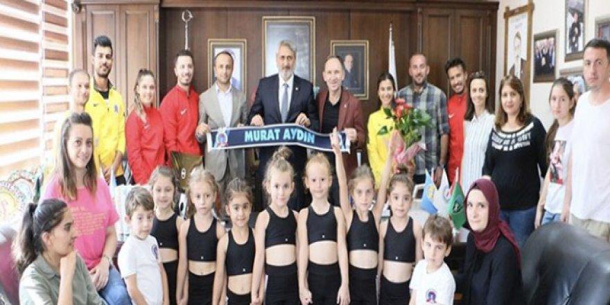 KASKF cimnastikçilerin yanında