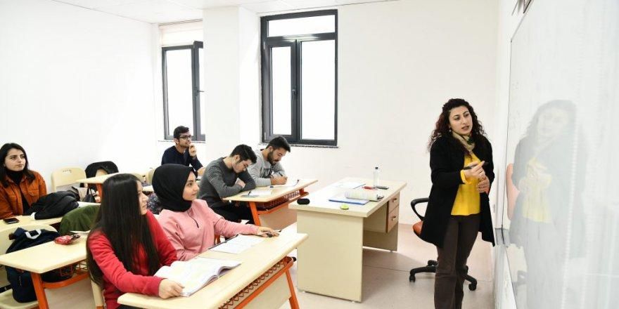 Çayırova'nın Gençleri Üniversite Sınavına Hazırlanıyor