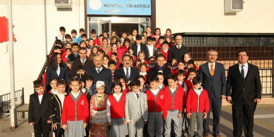 M. Alp Tiryakioğlu İlkokulu'nda bayrak töreni