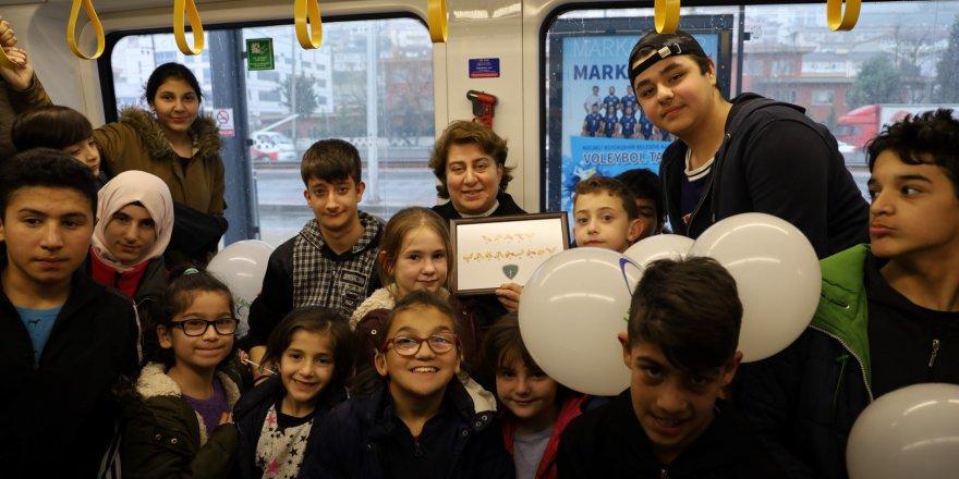 İşitme engelli çocukların mutlu günü
