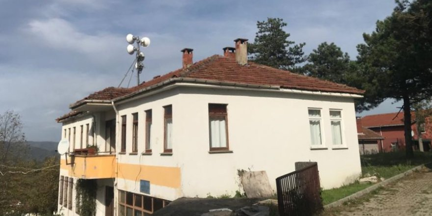Köy Konağı'nın çatısı onarıldı