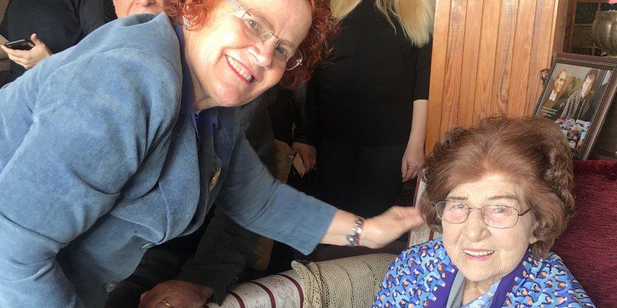 100'üncü yaşını ÇYDD ailesiyle kutladı