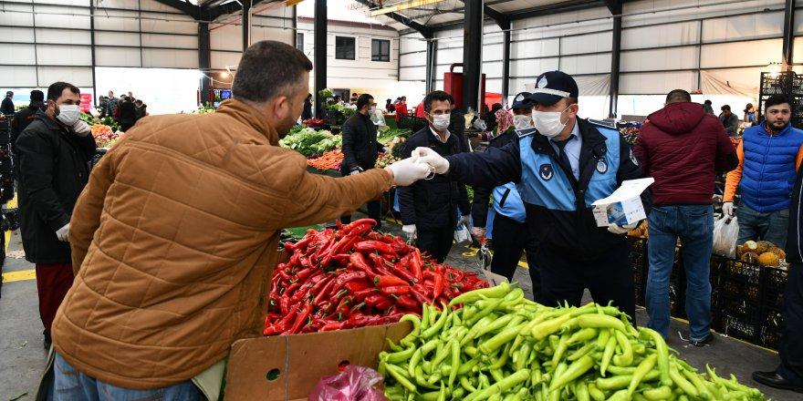 Zabıtadan pazarcılara maske