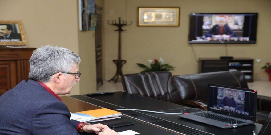 Ellibeş başkanlarla video konferansla görüştü