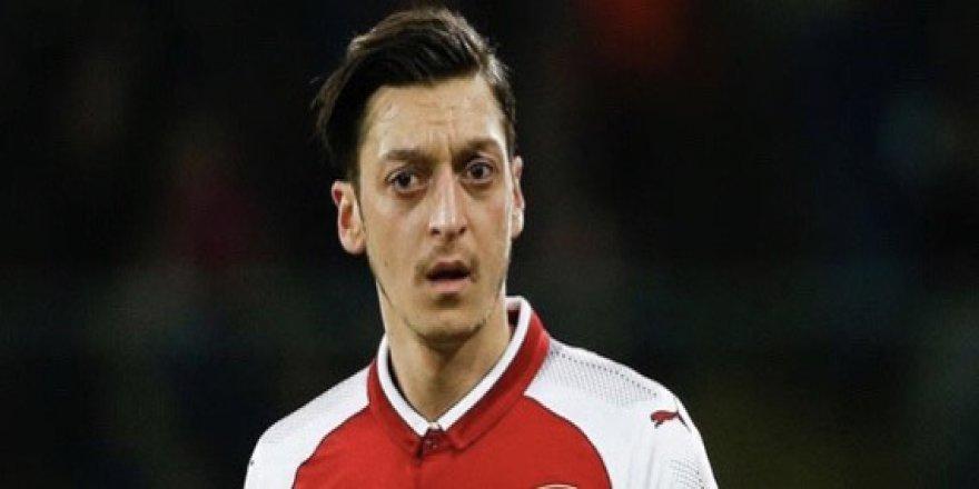 Alkışlar Mesut Özil'e