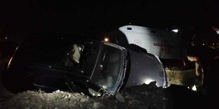 Gebze'de otomobil kanala devrildi: 2 yaralı