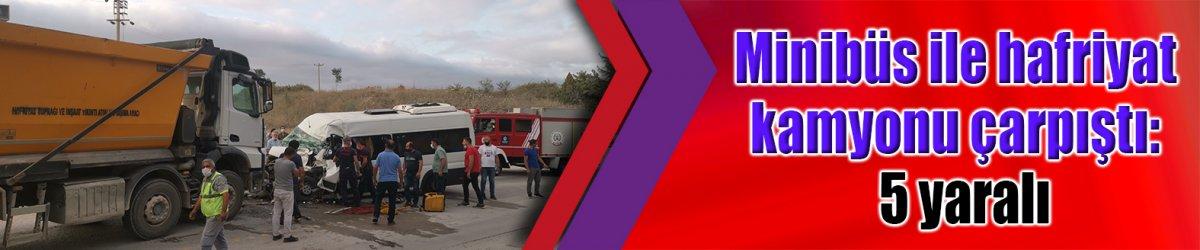 Minibüs ile hafriyat kamyonu çarpıştı:  5 yaralı