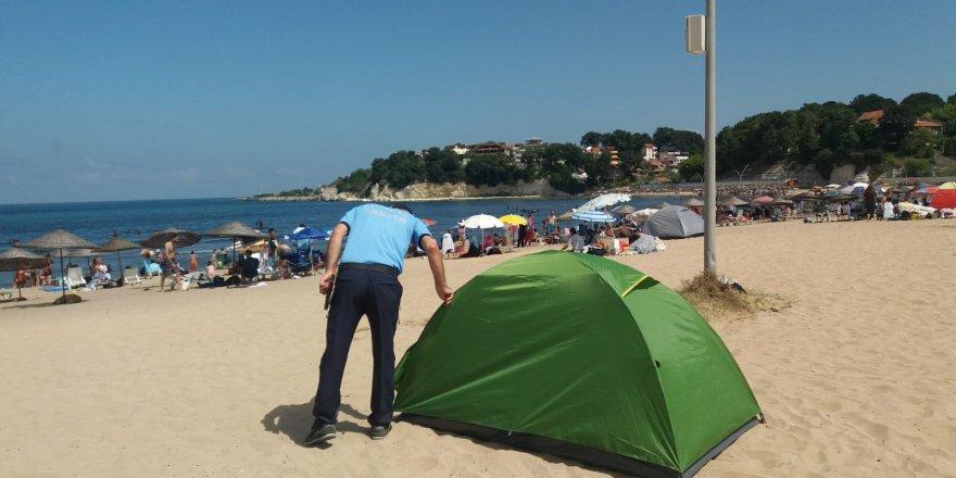 Plajlarda maske ve sosyal mesafe uyarısı