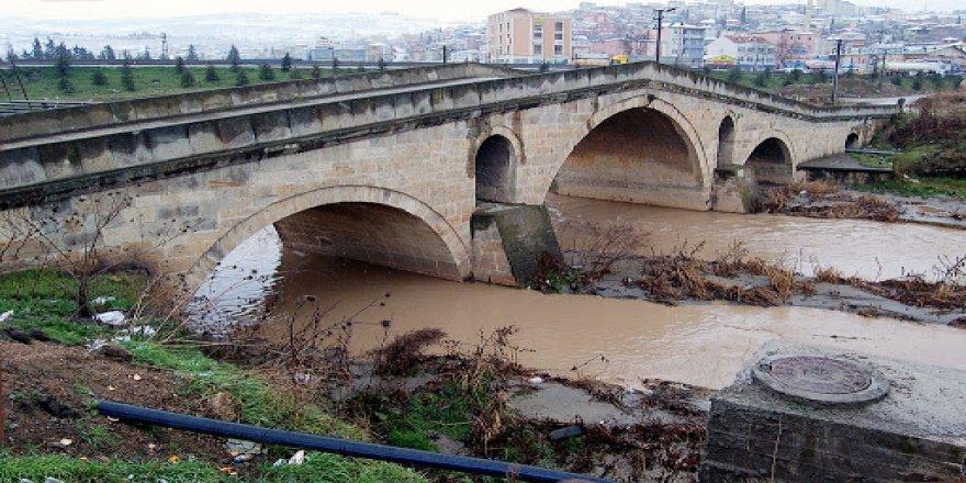Tarihi köprü restore ediliyor