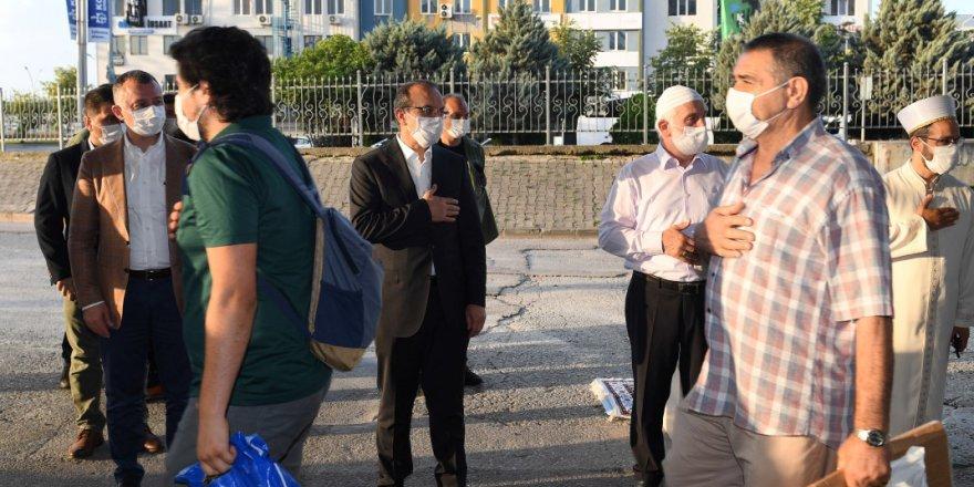Vali Yavuz vatandaşlarla bayramlaştı