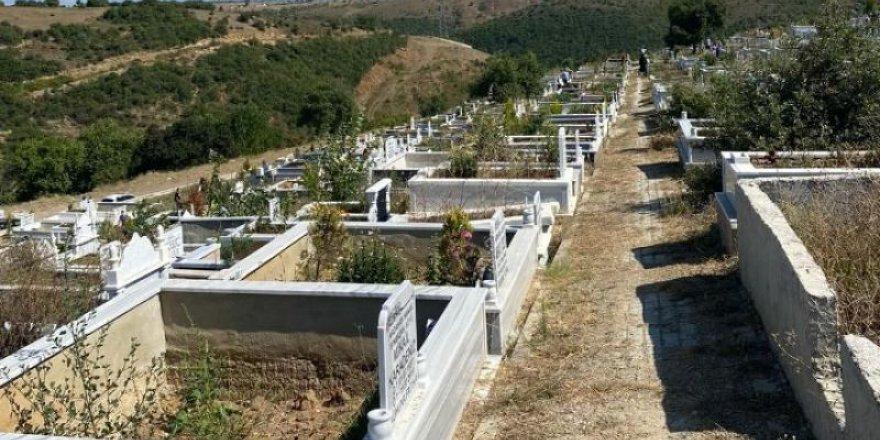Mezarlıkta susuz bayram