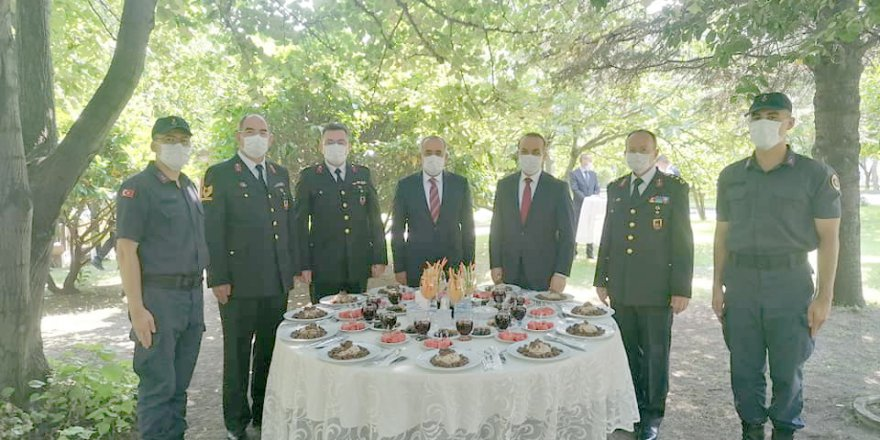 Başkanvekili Akar'dan Bayram Ziyareti