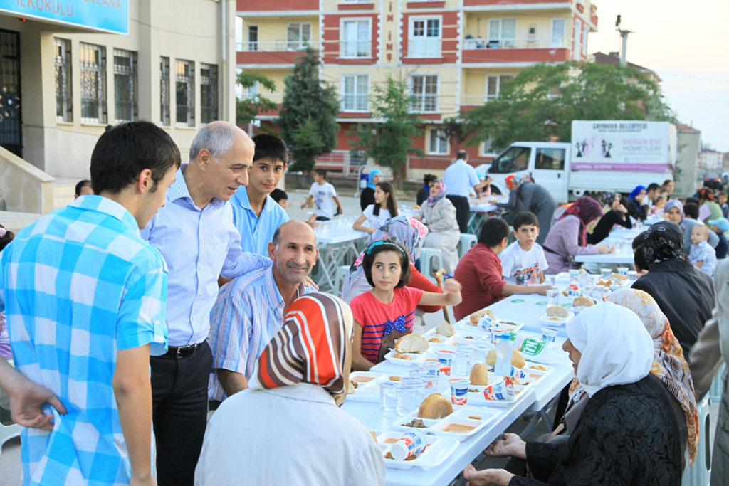 Çayırova Özgürlük'te iftar açtı