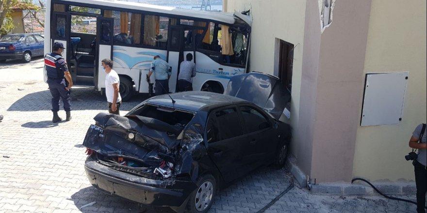 Askeri araç kaza yaptı: 8 yaralı