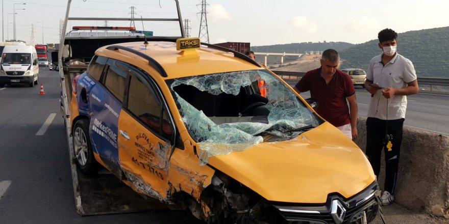 beton bariyere çarpan sürücü yaralandı