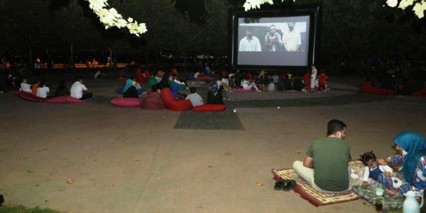 Dilovası'nda açık hava sineması