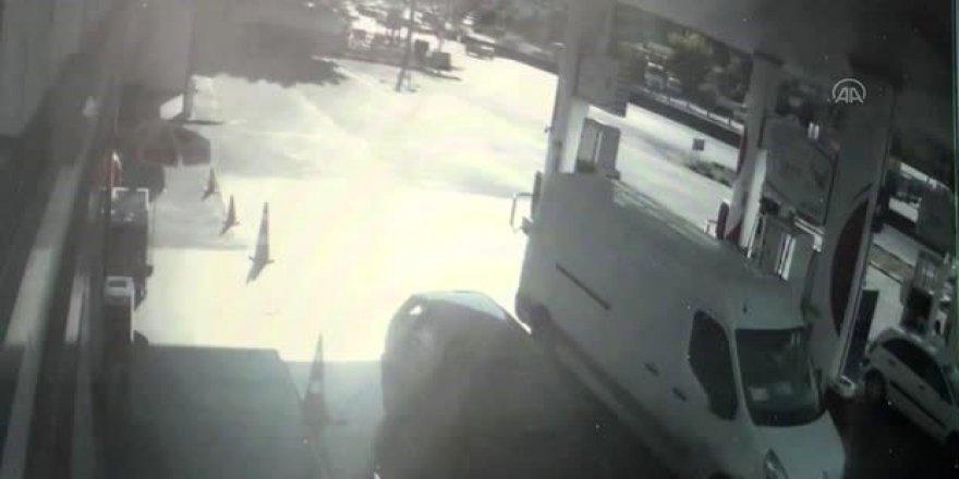 Otomobil yakıt tankına çarptı!