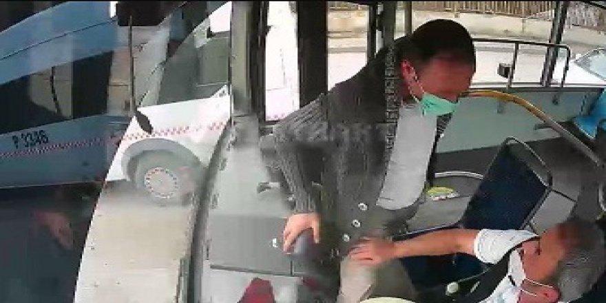 Seyir halindeki otobüsün fren pedalına bastı!