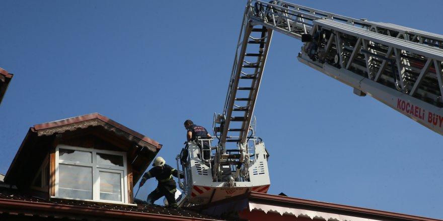 Çatı yangınında maddi hasar oluştu
