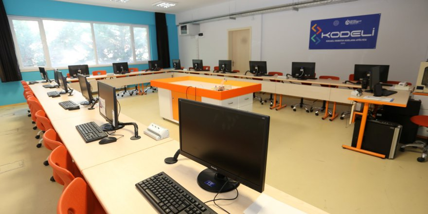 97 okulda robotik  kodlama atölyesi