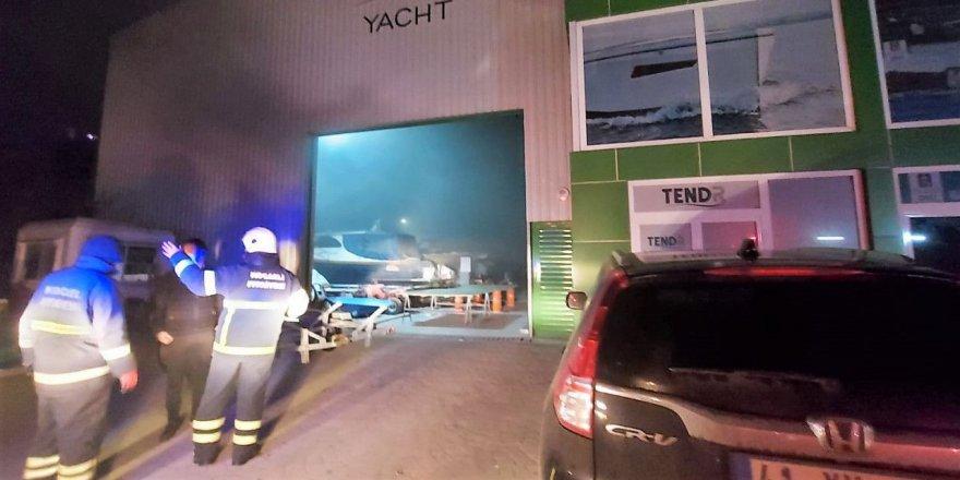 Yat üreten fabrikada  çıkan yangın söndürüldü