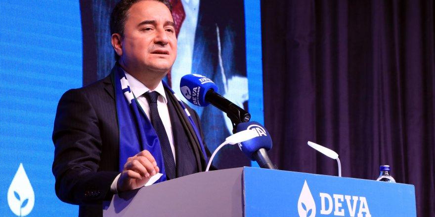Ülkeyi de AK Parti'yi de  küçük ortak yönetiyor