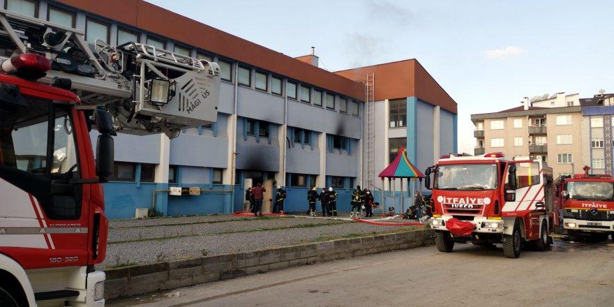 Gebze'de spor salonunda yangın çıktı