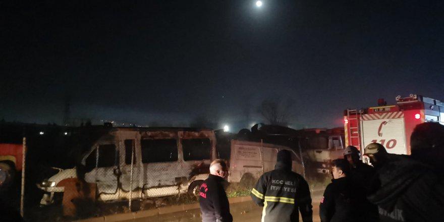 Araç hurdalığında yangın çıktı