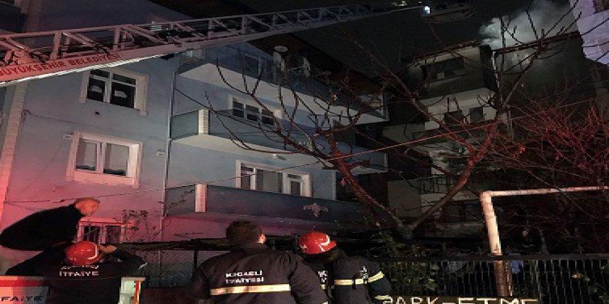 Apartmanın çatısında yangın çıktı