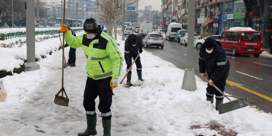 Büyükşehir'den yürüyüş yolunda temizlik çalışması