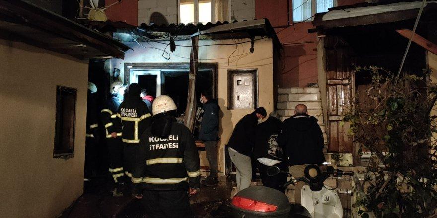 Çayırova'da evde yangın çıktı