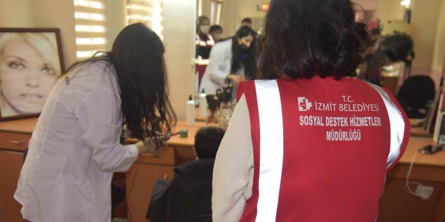 İzmit Belediyesi`nden  ücretsiz saç kesimi